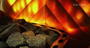 Sauna mit Feuereffekt-Licht