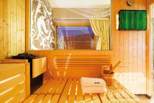 wellness unterm dach sauna zu hause. Black Bedroom Furniture Sets. Home Design Ideas