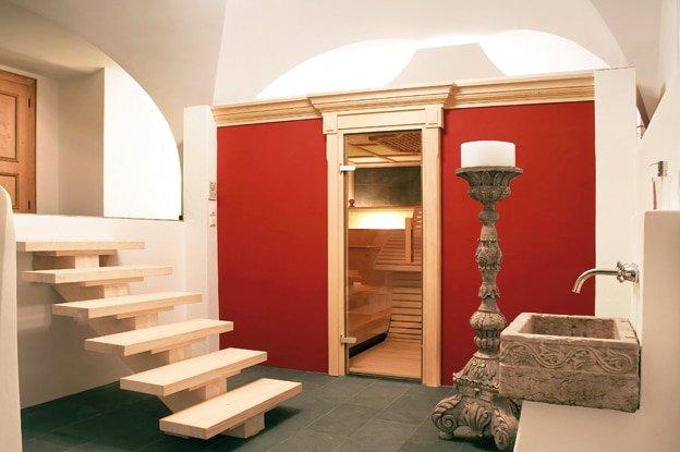 majest tisch schwitzen. Black Bedroom Furniture Sets. Home Design Ideas
