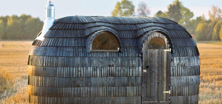 Back-to-the-roots_Die-Iglu-Sauna,-die-aus-mehreren-tausend-Holzschindeln-besteht,-beruft-sich-auf-die-Ursprünge-der-Saunakultur