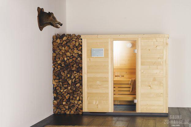 Holz-Machts_Die-Massivholzsauna-Empire-von-Klafs-verbindet-finnische-Ursprünglichkeit-und-klare-Ästhetik-harmonisch-miteinander