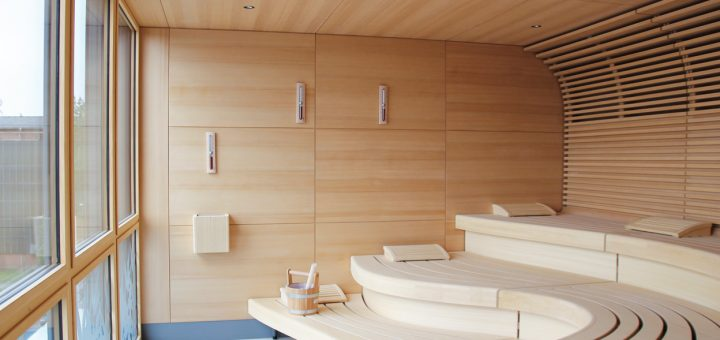 der-mensch-im-mittelpunkt_die-klafs-sauna-macht-den-hohen-qualitaetsanspruch-des-lio-schon-optisch-deutlich