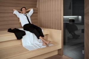 Wirkungsvoll entspannen in der Sauna: So lässt sich der Blutdruck auf natürliche Art regulieren